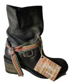 Low boots with heel by Felmini