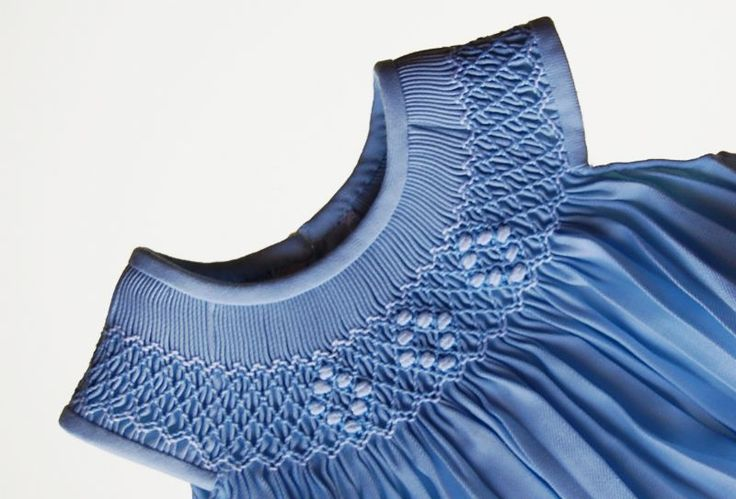 Resultados de la Búsqueda de imágenes de Google de http://www.ropa-bebe.es/recursos/pelele-ranita-artesanal-de-viella-y-punto-smock-877-1186.jpg