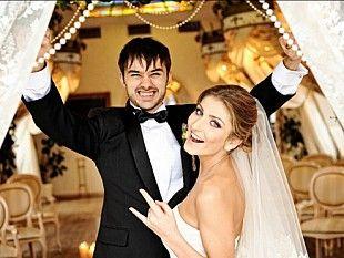 Сценарий свадьбы – это хронология всех событий, которые будут происходить в этот день. Написание свадебного сценария – одна из задач распорядителя свадьбы. Но тебе как невесте тоже полезно знать, что за чем происходит, и из каких блоков состоит свадьба. Итак, приступим.