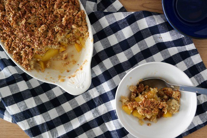 Peach oatmeal crumble | Delicious and healthy this crumble contains honey and olive oil instead of sugar and butter | Theodora's Kitchen Diaries | #peach #oatmeal #crumble