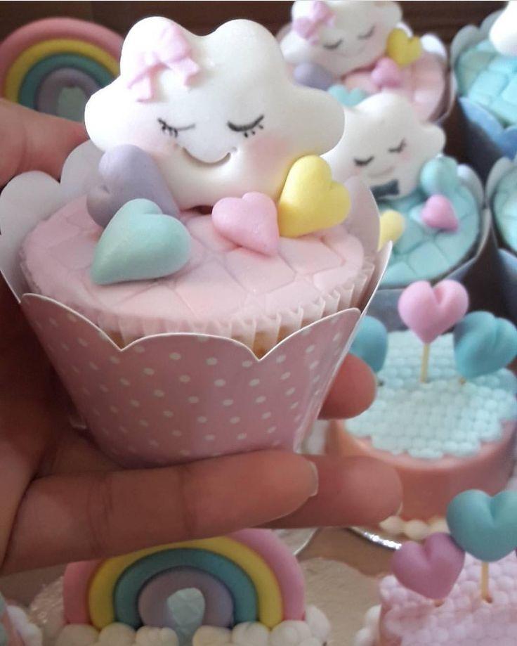 """4,547 curtidas, 45 comentários - Fabiola Teles (@encontrandoideias) no Instagram: """"Olha este bolo. Por @deborahbolos #encontrandoideias #blogencontrandoideias #festachuvadeamor"""""""