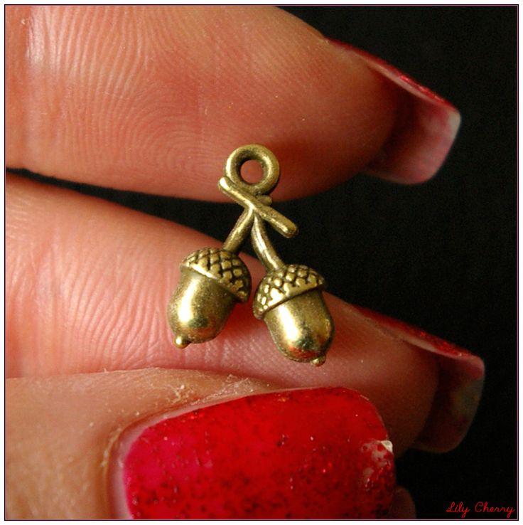 Breloque petit gland double en bronze vieilli x1 : Fêtes par lilycherry