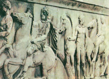 Τμήμα της παράστασης της πομπής των Παναθηναίων από τη ζωφόρο* τον Παρθενώνα. Η ζωφόρος είχε μήκος 160 μ. και περιελάμβανε360 ανθρώπινες μορφές και μεγάλο αριθμό μορφών ζώων (447-432 π.Χ.).