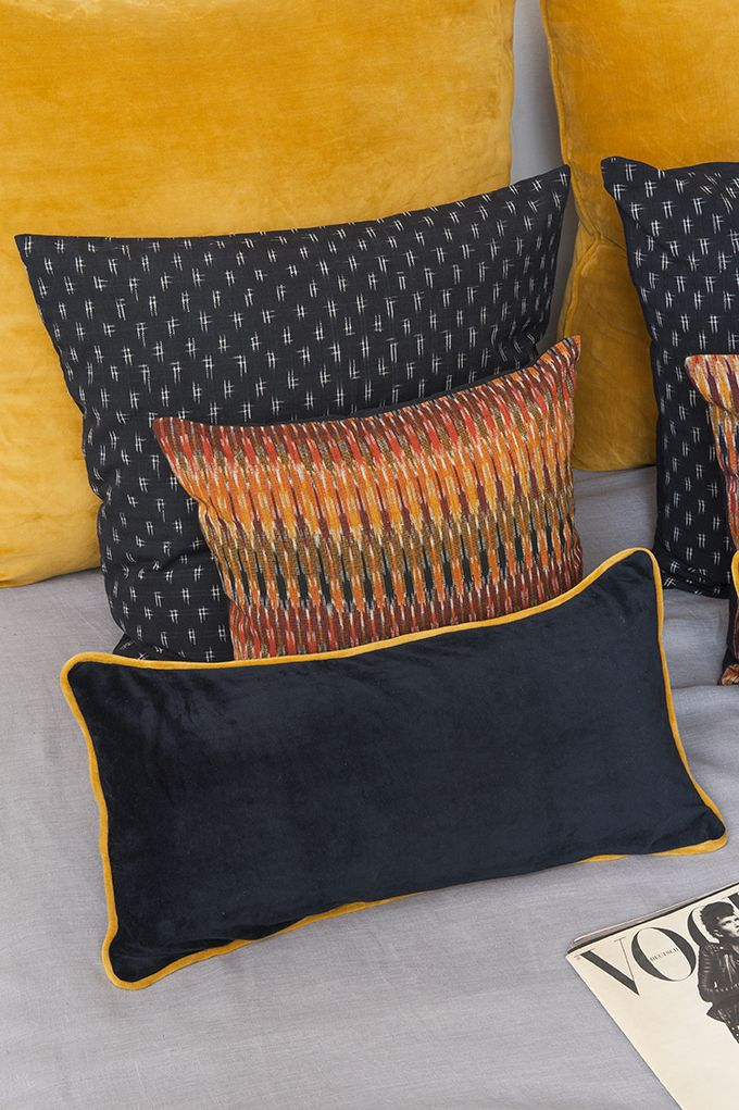 cojines ikat y terciopelo cojines para cama ikat and velvet cushions for the bed