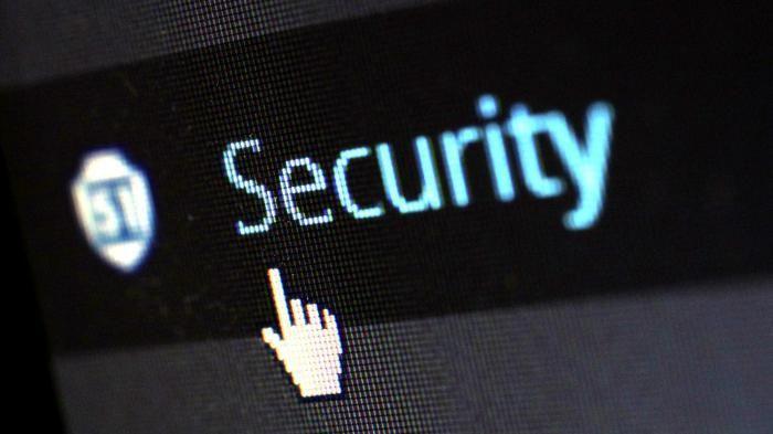Schlagabtausch zu ZITiS: IT-Sicherheitslücken schließen oder ausnutzen?   (Bild:pixelcreatures)   Macht die staatliche Hack-Behörde ZITiS uns sicherer oder leistet sie der IT-Sicherheit einen Bärendienst? Darüber stritten ZITiS Präsident Wilfried Karl und der Bundesdatenschutzbeauftragte a.D. Peter Schaar beim Domain Pulse in München.   Auf verfassungsrechtlich dünnem Eis bewegt sich die Zentrale Stelle für Informationstechnik im Sicherheitsbereich (ZITiS) nach Ansicht von Peter Schaar. Der…