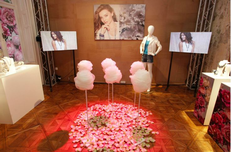 Our Ringo mannequins worked at the exhibition of Swarovski. The event was organized by LanceCom Communications Public and Press Relations.