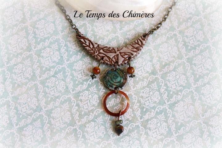 Collier style ethnique bohème plastron en porcelaine froide pendentif cuivre émaillé et cornaline : Collier par le-temps-des-chimeres