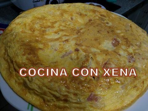 Os dejo una tortilla sencilla y rápida, en Cecofry   Ingredientes:   Para 3   5 huevos  2 latas de atún  Jamón york  Un pelin de aceite   Ba...