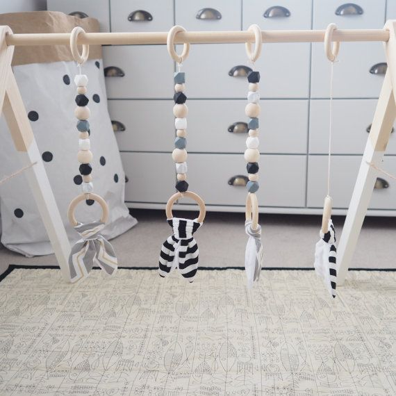Idée suspension ++ - code couleur : bois, gris, noir et blanc, touches de vert (idem gigoteuses)