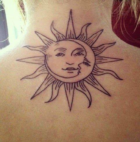 Tatouage soleil avec visage sur la nuque https://tattoo.egrafla.fr/2015/10/05/modele-tatouage-femme-soleil/