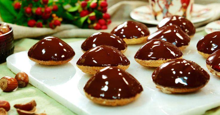 Bjud på busfärska chokladbiskvier till kaffet. Roy Fares enkla recept räcker till dryga dussinet nougatsmörkrämsfyllda godingar.