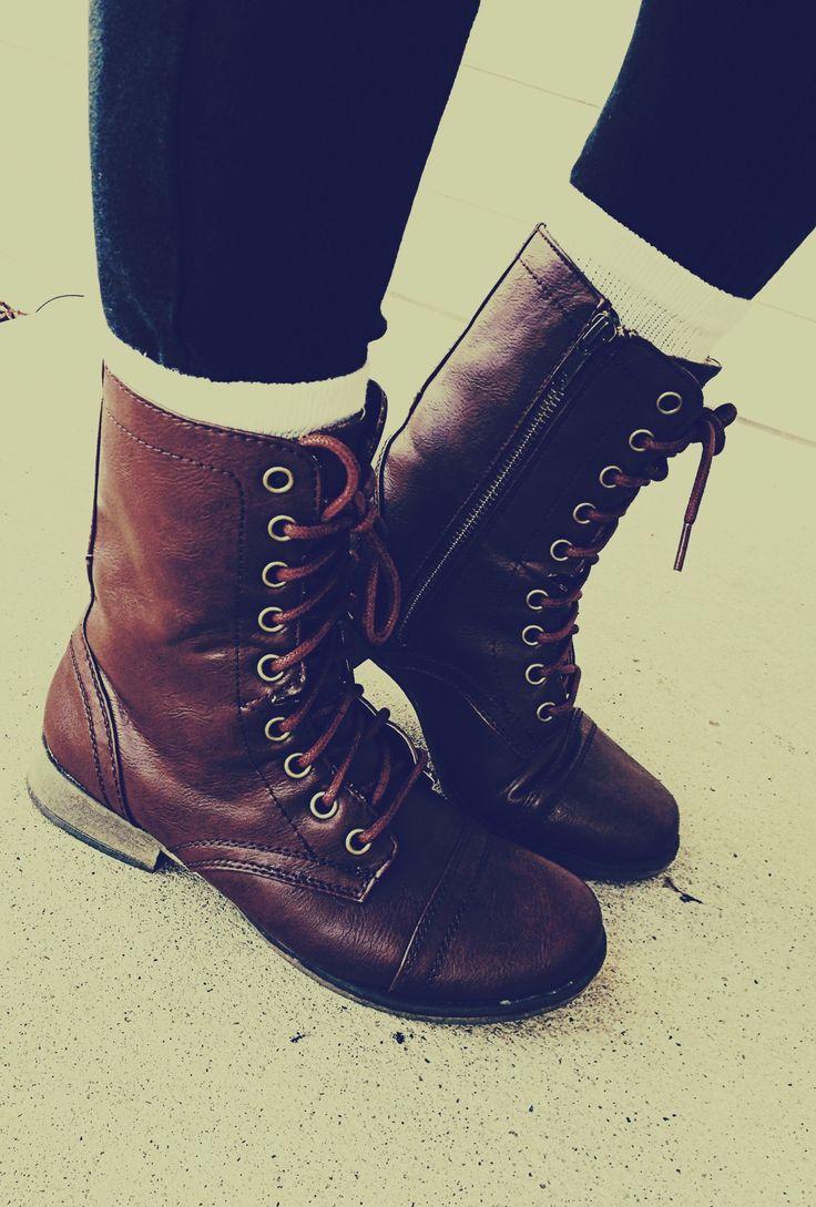 Любовта Combat Boots .: