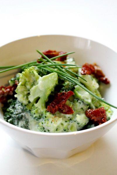 Gorgonzolás brokkoli saláta
