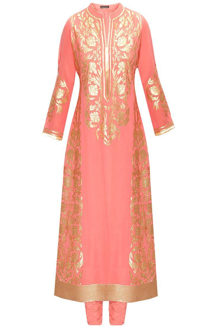 Old rose floral applique work kurta set by Armaan Aiman. Shop at: www.perniaspopups.... #kurta #armaanaiman #clothing #shopnow #perniaspopupshop #happyshopping.