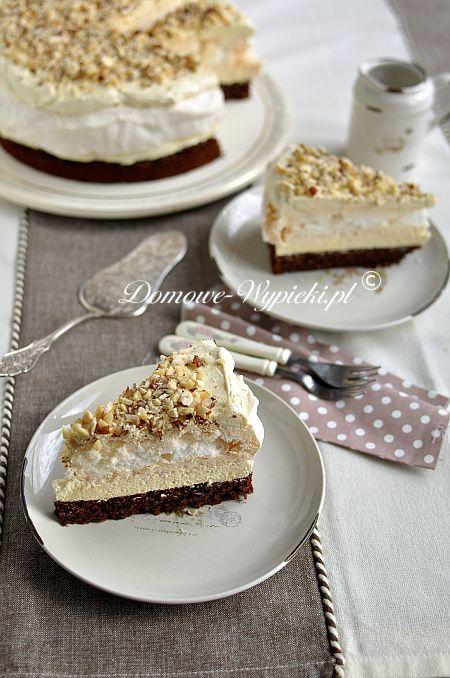 Tort bezowo-czekoladowy z masą chałwową
