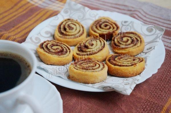 Творожное печенье-рулетики с какао и корицей, рецепт с фото.