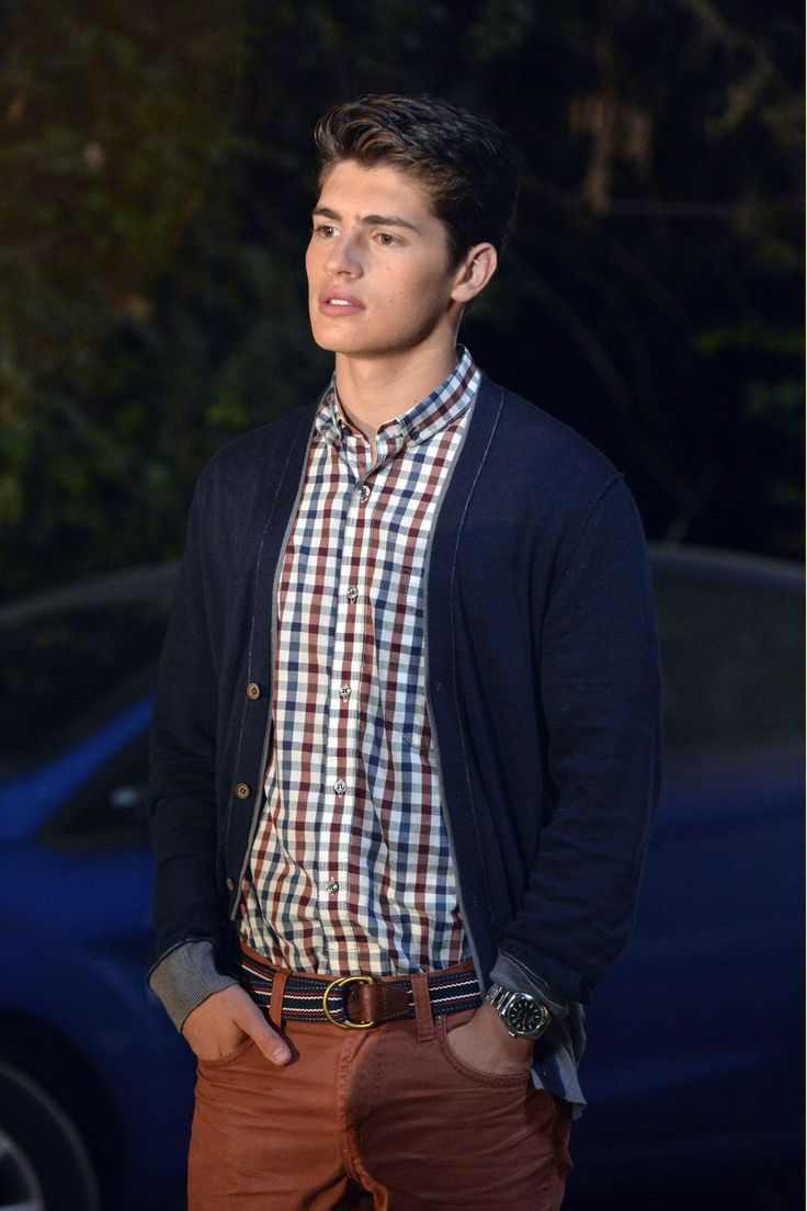 Greg Sulkin who plays Wesley on PLL......whoever casted him as Ezra's bro, you are brilliant and I love you forever <3