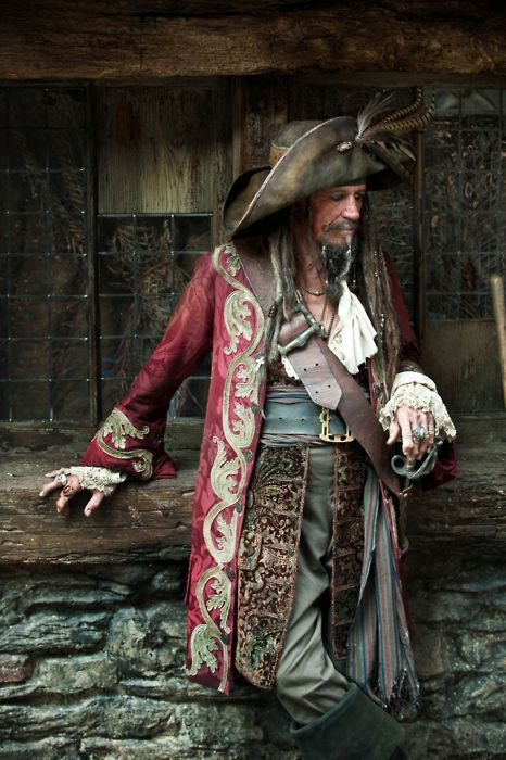 Keith Richards as Jack Sparrow's pirate-father. Perfect match of casting & costume.