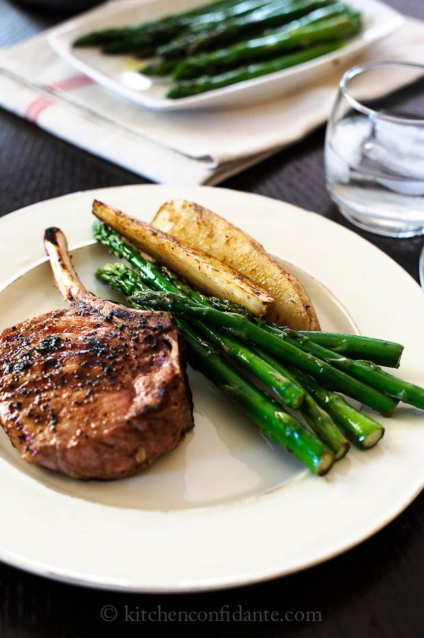 Grilled Balsamic Pork Chops + AsparagusDinner Plates, Balsamic Pork, Asparagus Recipes, Asparagus Liren, Bakers, Grilled, Phillips Barton Lear, Balsamic Asparagus, Lisa Phillips Barton