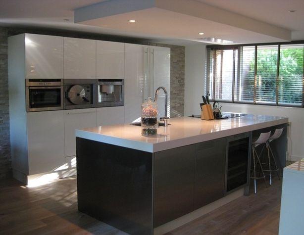 Greeploze Keuken Met Kookeiland : in greeploze keuken. Verlaagd plafond met plafondunit boven kookeiland