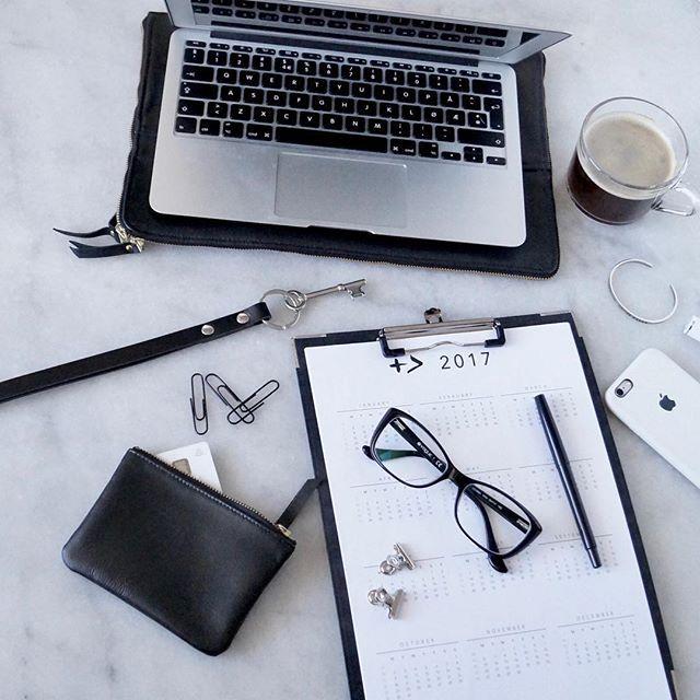 W O R K & C O F F E E // What are your necessities for getting thing done? ✅ #plannergirl #planner2017 #byallthings #positivebat  #workspace #workforit #working #workinggirl #jobsatisfaction #jobflow #stolbjergcopenhagen
