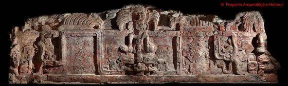 """#Holmul - Peten - Guatemala:   El descubrimiento de un friso desmitifica la vocación pacifista de los mayas Expertos explican que la civilización tenía """"enfrentamientos constantes"""" y que las guerras fueron la causa de su colapso  El friso, descubierto en la ciudadela Holmul, 35 kilómetros al norte de Tikal, mide ocho metros de largo y dos de ancho, y fue calificado por su descubridor, el arqueólogo guatemalteco Francisco Estrada-Belli, como """"el más espectacular de los hasta ahora conocidos""""."""
