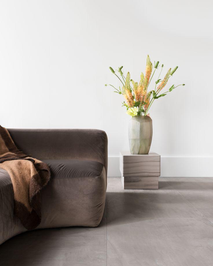 Ceramic Concrete tile - smoke | BO sofa | KYO console | flooring | styling