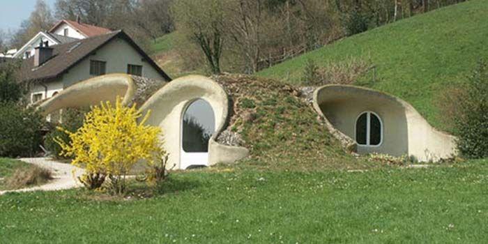 La maison bioclimatique enterrée s'intègre parfaitement au paysage, de plus vous pouvez marcher sur votre maison et même y faire votre potager.