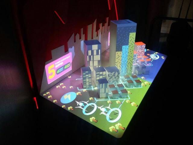 The 3D cityscape projection, connected to touch devices at the energy, provides visitors with the opportunity to experiment with different types of power generation and are challenged to make choices around energy-efficient city planning.