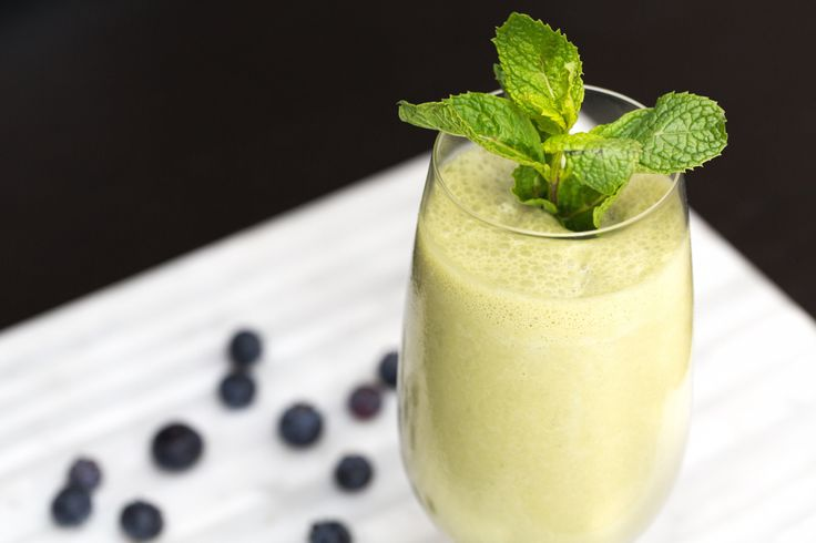 Unlike coffee, matcha offers that morning caffeine boost without the negative side effects of the jitters or caffeine crash. This breakfast smoothie will keep you amped for the day
