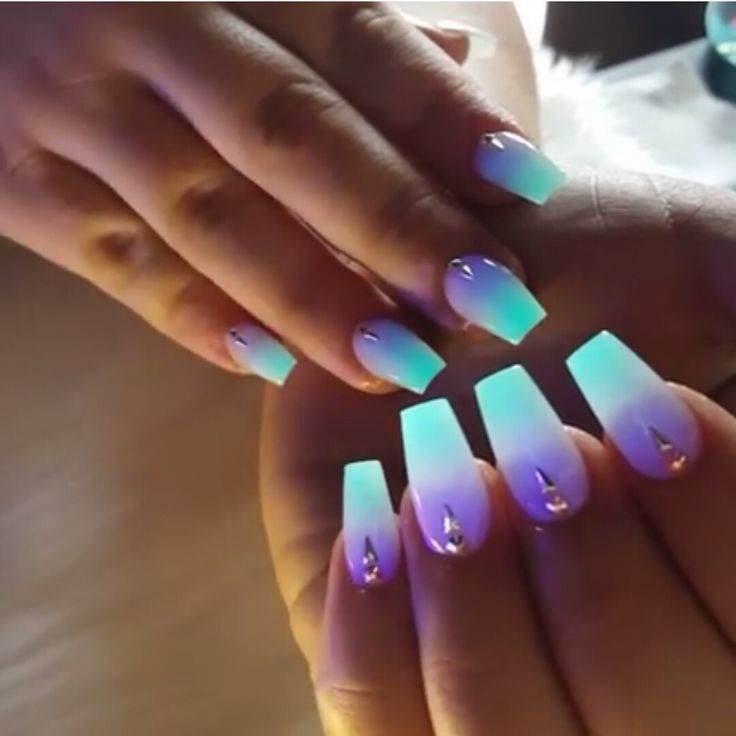 Glow in the dark nails @bossyrodriguez