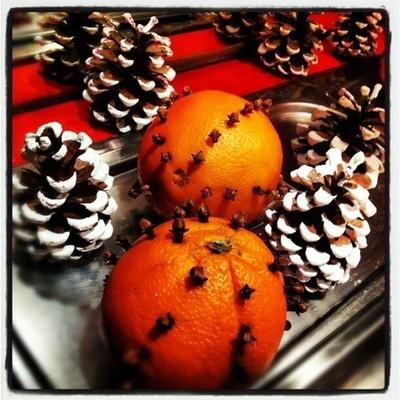 Alicja Kosicka Foto Blog  W każdym domu pomarańcza z goździkami.