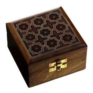 Coffret à bijoux sculpté à la main - Boite en bois avec incrustation de laiton - Feutrine rouge - Fabriquée à Saharanpur en Inde pour ranger vos bijoux: ShalinCraft: Amazon.fr: Bijoux