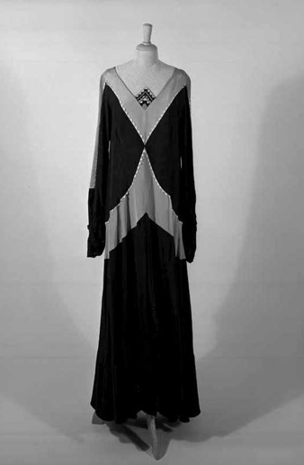 Occasion Dress, 1930-1935, Liberty & co. Ltd., silk with embroidery, Centraal Museum Utrecht