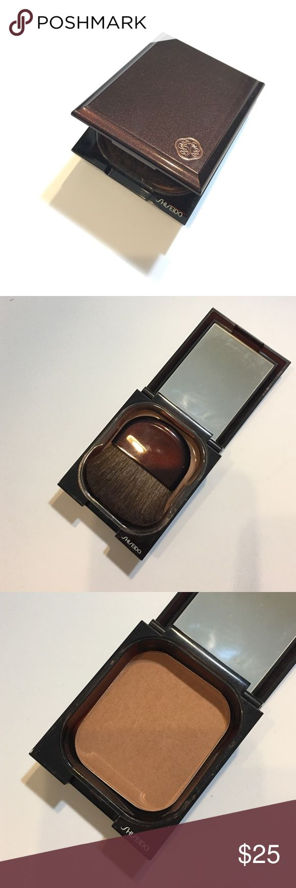 Shiseido Bronzer Oil Free in Shade Light Shiseido Bronzer in #1 Light. Only swatched. Never used. Makeup Bronzer