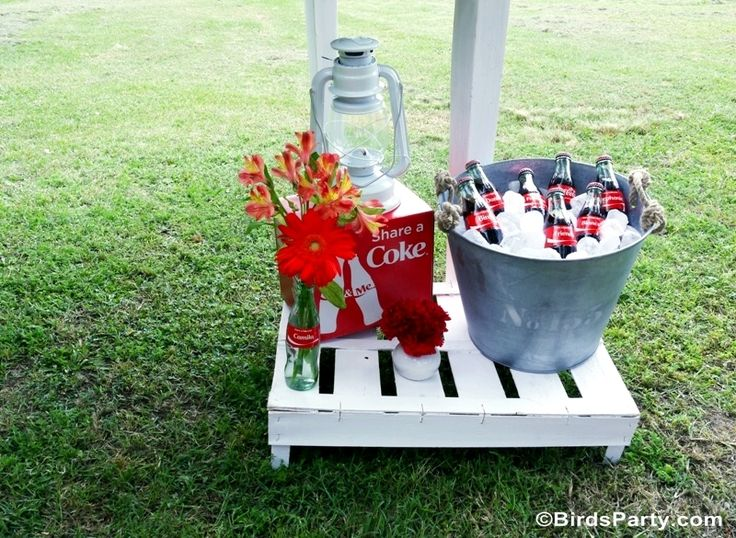 BBQ party Ideas with decorations and food recipes, perfect for Memorial Day weekend or 4th of July - BirdsParty.com