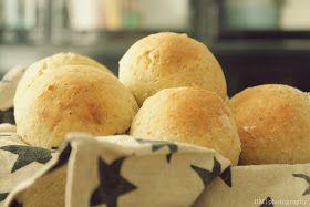 Aamu on ihana aloittaa tuoreella leivällä ja höyryävällä kahvilla. Näihin nopeisiin sämpylöihin et tarvitse hiivaa. Hiutaleiksi ja ja...