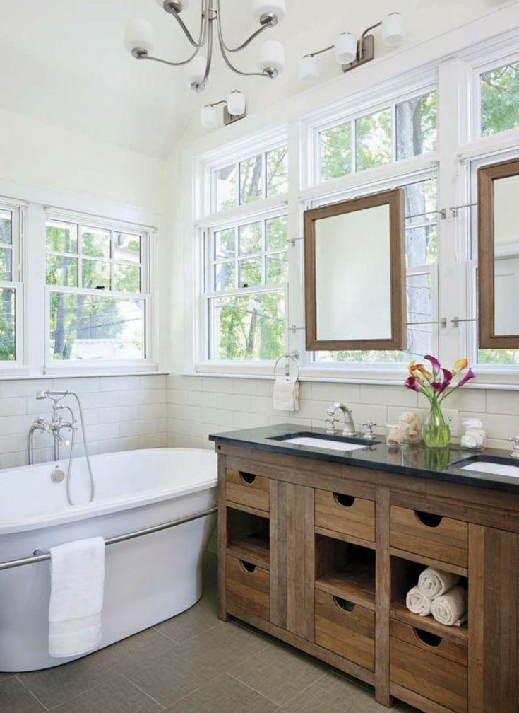 rangement de salle de bain avec meubles en bois