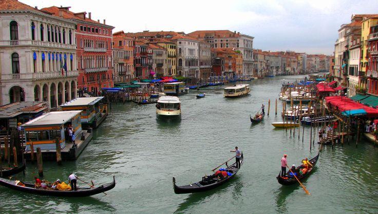 İtalya'nın Venedik şehri ile ilgili gezi yazısı ve izlenimler. Güzel fotoğraflarla süslü bir Venedik Gezi Rehberi.