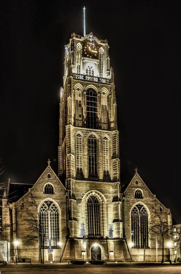 De Grote of Sint-Laurenskerk, vaak kortweg Laurenskerk genoemd, is een gotische kerk in Rotterdam. Ze is het enige overblijfsel van het middeleeuwse Rotterdamse stadscentrum