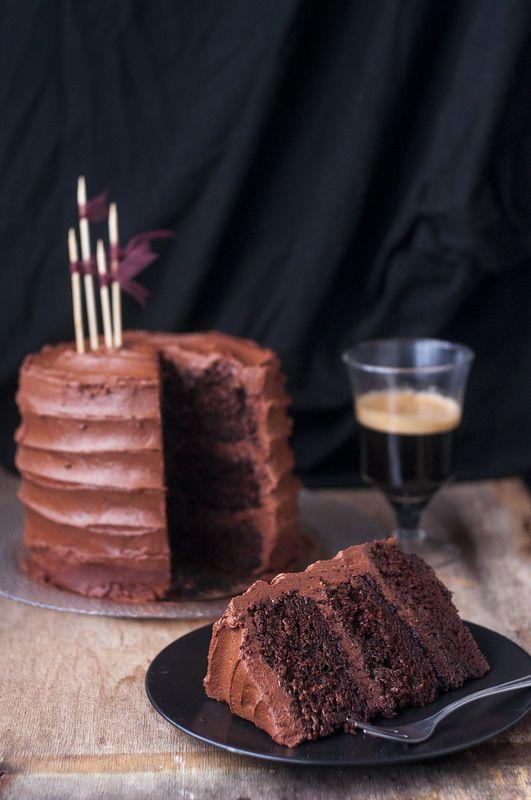 Последние пару недель мне все время хотелось печь торты, прямо навязчивая идея какая-то! Наконец вчера появилось свободное время, и я посвятила его выпечке (чему…