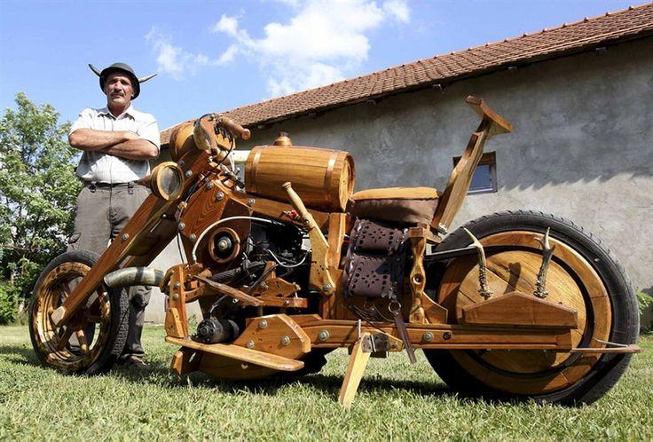 """No passado, nós já mostramos as magrelas feitas em madeira pelo polonês Slawomir Weremkowicz, mas um búlgaro levou o hobby com madeira a outro nível. Istvan Puskas, um entusiasta das motocicletas customizadas levou o termo """"chopper"""" a um sentido r..."""