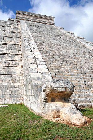今も謎に包まれているマヤ文明の古代遺跡、チチェン・イッツァ。カンクン旅行の観光スポットまとめ。