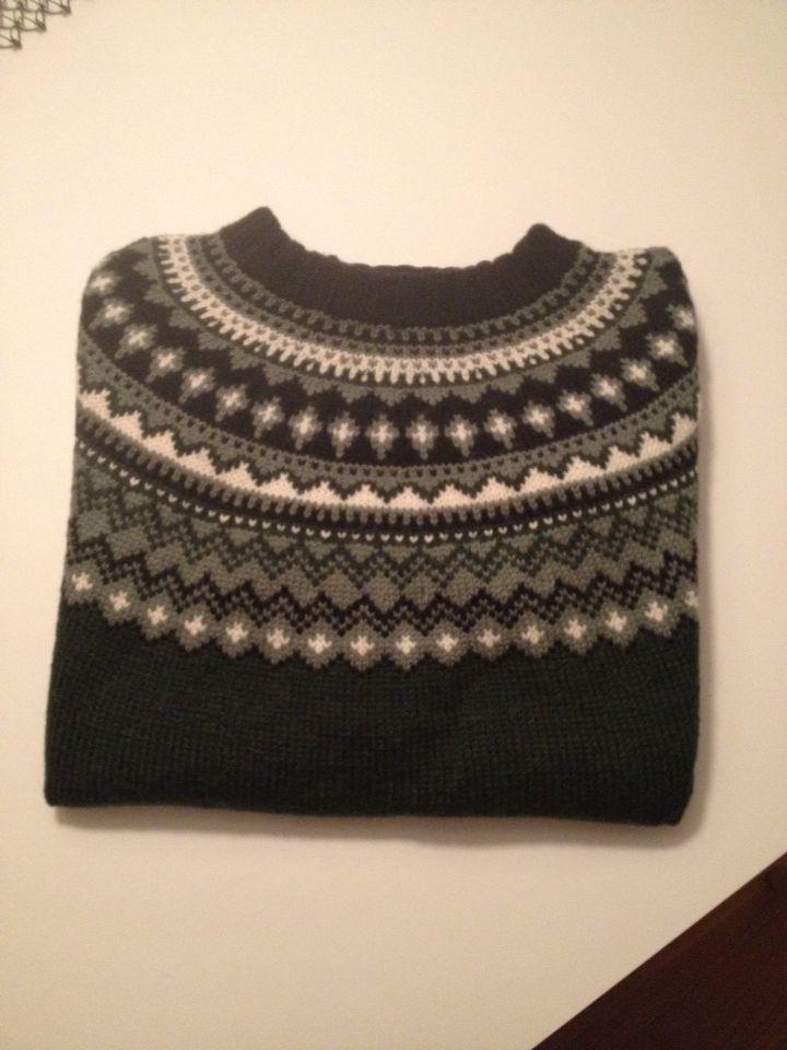 Herregenser til kjæresten strikket i Mitu fra Raumagarn, mønster 203A-5 fra Rauma