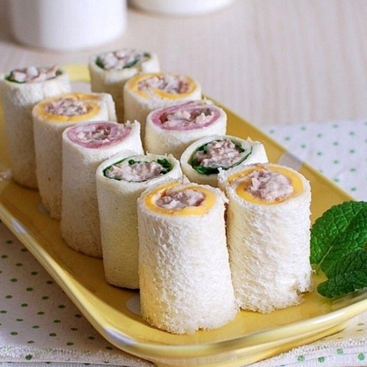小さいロールサンドイッチは、お子様のレシピの中で人気を誇るものですよね。 子供のお弁当にもおススメのロールサンドイッチです 食パンは、できるだけ薄く伸ばしてください。 ≪自分で工夫したレシピです≫ ♡♡「ママのレシピ屋」は、お子様向けのレシピを紹介しております。 大人や家族向けの色んなレシピは「ヒット☆レシピ」をご覧ください≫hitrecipe.net♡♡ ヨロシク<(_ _*)レシピが気に入った方は、今すぐ「まねしたい」をクリック(*_ _)>ヨロシク ★☆フォロワー募集中!(*・∀-)☆レシピが気に入った方は、是非フォローしてくださいね★☆ ♡♡良かったら友達にも「ママのレシピ屋」のリンク共有お願いいたします(*_ _)♡♡ ninkirecipe.com ↑☆↑☆リンクで接続↑☆↑☆
