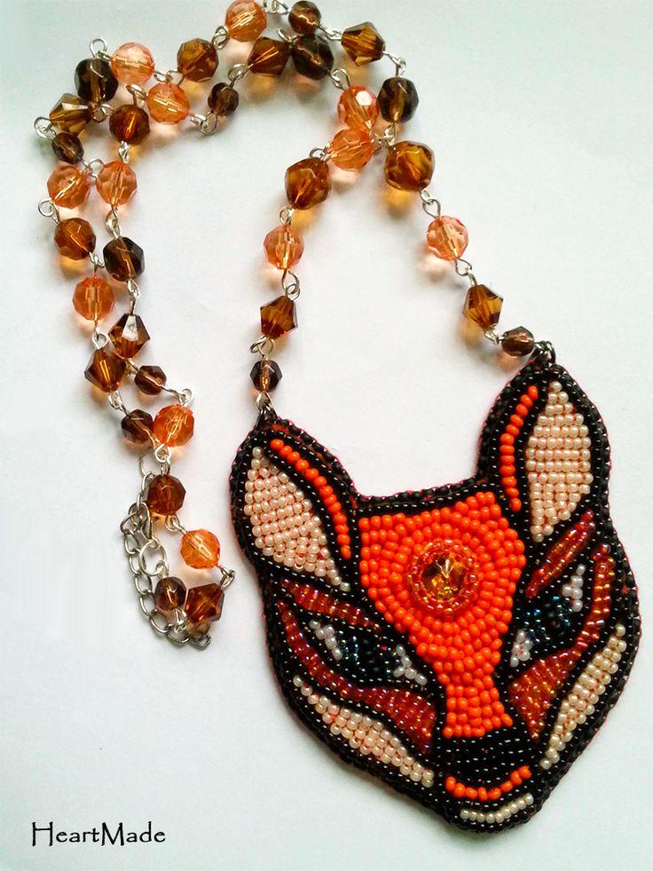 """Wisiorek """"Lis"""" handmade. Wykonany haftem koralikowym. Miał pójść na konkurs rękodzielniczy, jako ilustracja """"Małego księcia"""", ale nie wyrbiłam się z terminem :( Zapraszam na fb: facebook.com/heartmade.hol.es"""