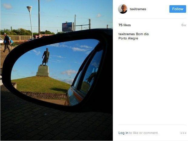 Laçador enquadrado no retrovisor levou Mauro a fotografar cidade pelo espelho (Foto: Reprodução/Instagram Mauro Castro)