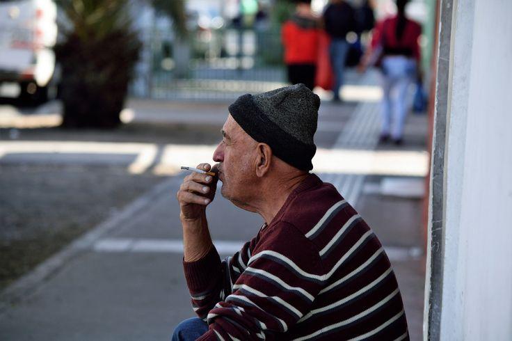 https://flic.kr/p/W7QobF | Antofagasta018 | En esta calurosa mañana, un descanso a la sombra viene bien, calle José Santos Ossa, Antofagasta, Chile. D5300.