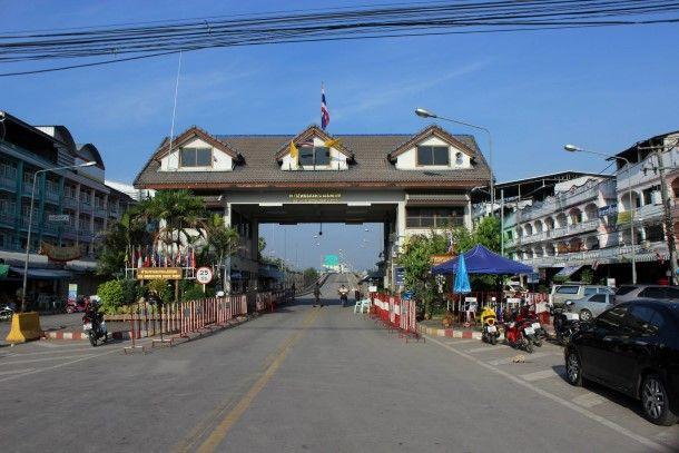 Myawaddy - Mae Sot checkpoint border between Burma and Thailand www.burmasenses.com