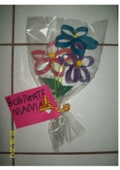Idée cadeau fête des mères original - Bouquet de fleurs recup' PS MS GS fete des meres 2012